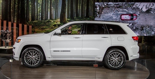 2017 Jeep Grand Cherokee - side