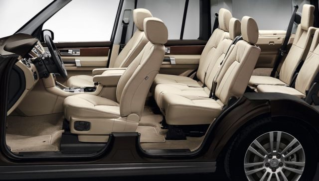 2017 Land Rover Discovery LR4   Interior
