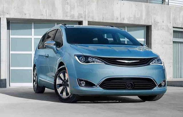 2018 Chrysler Pacifica - front
