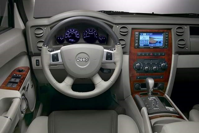 2018 Jeep Commander - interior