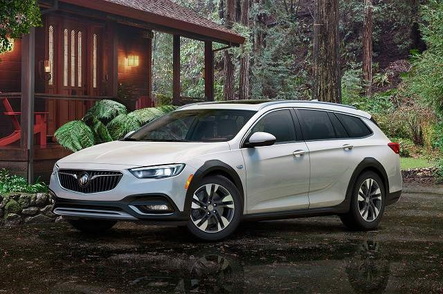 2018 Buick Regal TourX - front