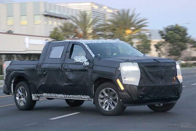 2019 Chevy Avalanche Concept - front