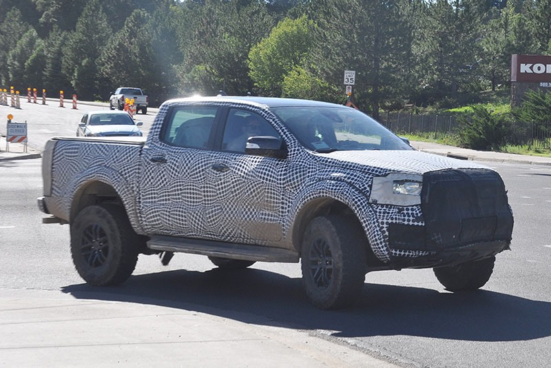 2020 ford ranger raptor side view